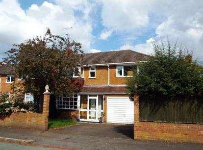 3 Bedrooms Semi Detached House for sale in Maypole Drive, Stourbridge, West Midlands