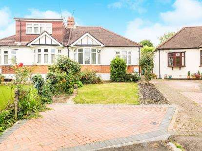 3 Bedrooms Bungalow for sale in Woodford Green, Essex