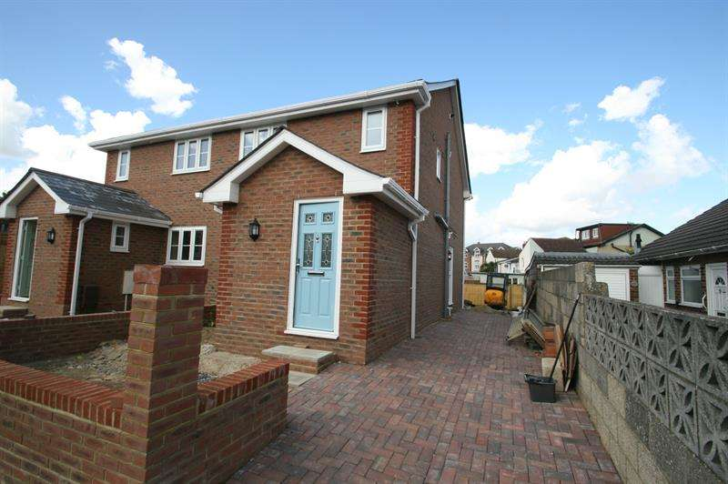 3 Bedrooms Semi Detached House for sale in Meyrick Road, Bedhampton, Havant