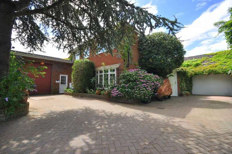 4 Bedrooms Detached House for sale in Crow, Ringwood, BH24 3DZ