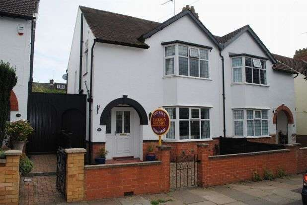 3 Bedrooms Semi Detached House for sale in Ennerdale Road, Spinney Hill, Northampton NN3 6BD