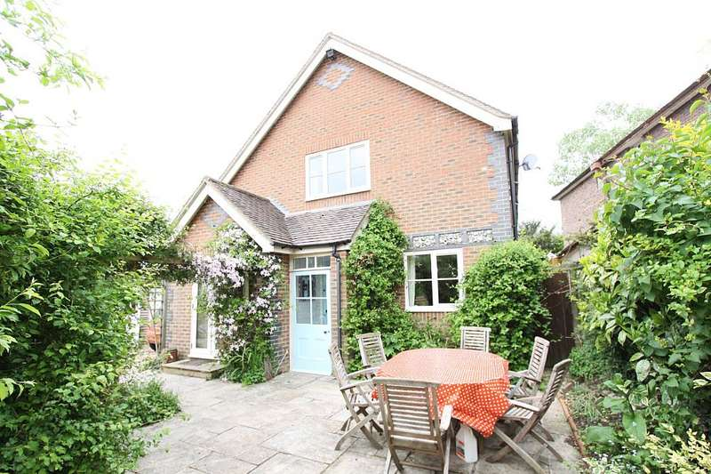 4 Bedrooms Detached House for sale in School Road, Twyford, Winchester, Hampshire, SO21 1QQ