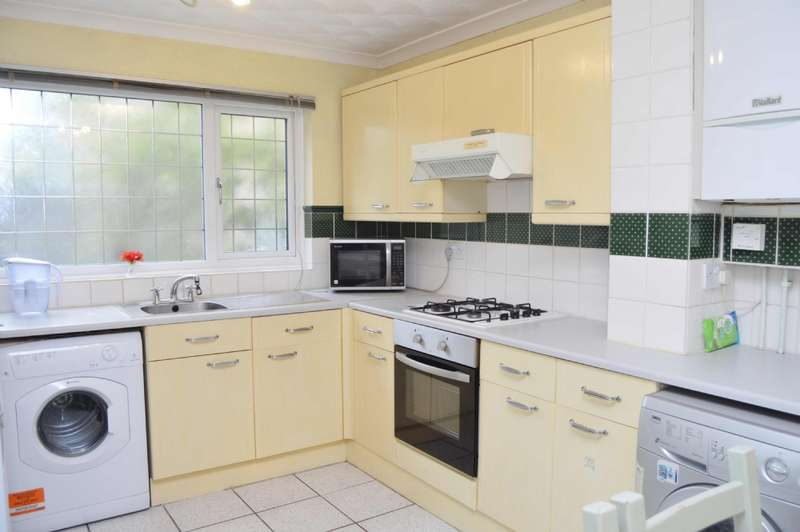 4 Bedrooms Semi Detached House for sale in Oldwyk, Basildon