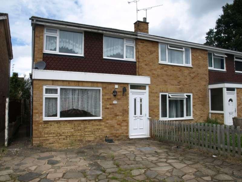 3 Bedrooms House for rent in Tweed Close, Farnborough, GU14