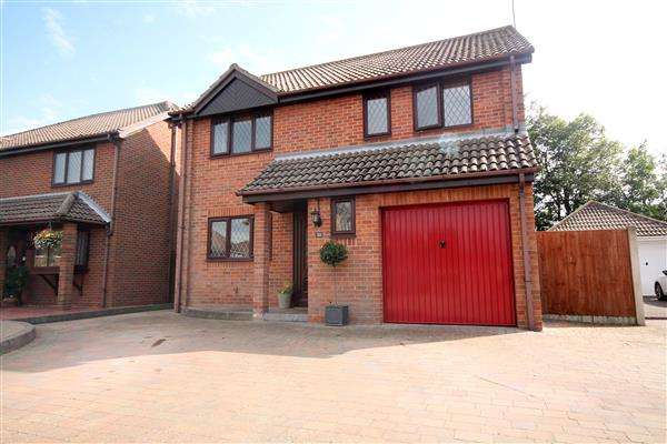 4 Bedrooms Detached House for sale in Bushell Way, Frinton on Sea