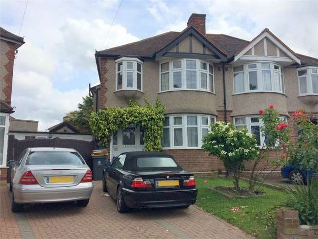 3 Bedrooms Semi Detached House for sale in Leatherhead Road, Chessington