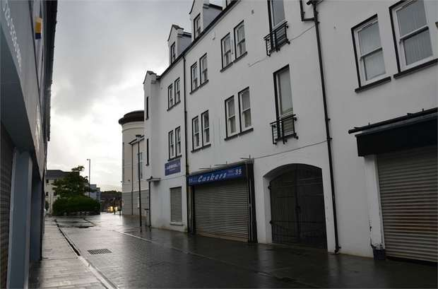 3 Bedrooms Flat for sale in St Nicholas Court, Carrickfergus, County Antrim