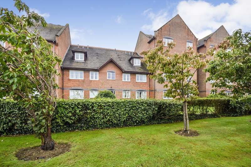 2 Bedrooms Flat for sale in Charter Towers, Hastings Road, Bexhill-On-Sea, TN40