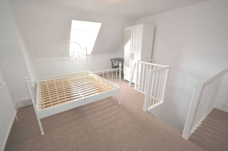 4 Bedrooms Terraced House for rent in Granby Gardens, Reading, RG1 5RT