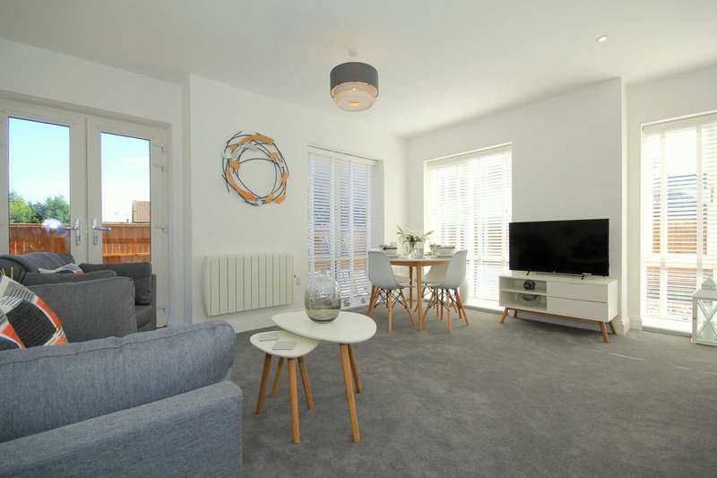 2 Bedrooms Apartment Flat for sale in OFF LEVERSTOCK GREEN ROAD, FLAT 6, SHERPA HOUSE, BRAND NEW WITH PARKING AND OUTSIDE SPACE, HP2 4HN