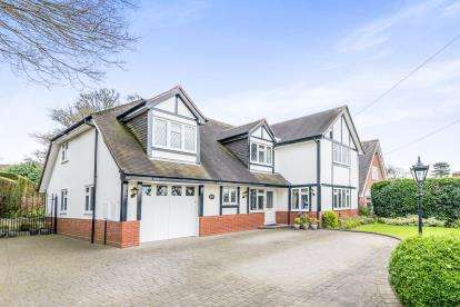 4 Bedrooms Detached House for sale in New Penkridge Road, Cannock, Staffordshire