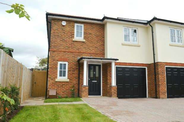 3 Bedrooms Semi Detached House for sale in Bakersfield Close, Chessington Road, Ewell, Epsom