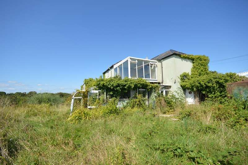 Detached House for sale in Rowes Lane, East End, Lymington