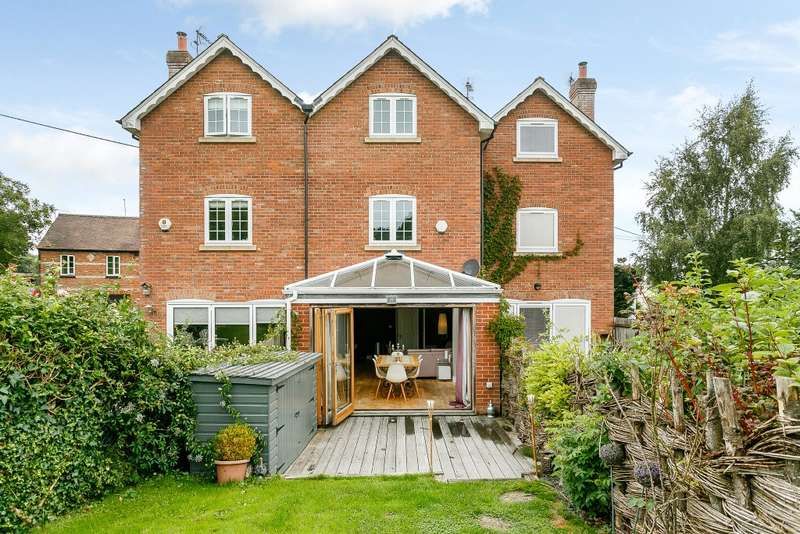 3 Bedrooms Terraced House for sale in Ewshot