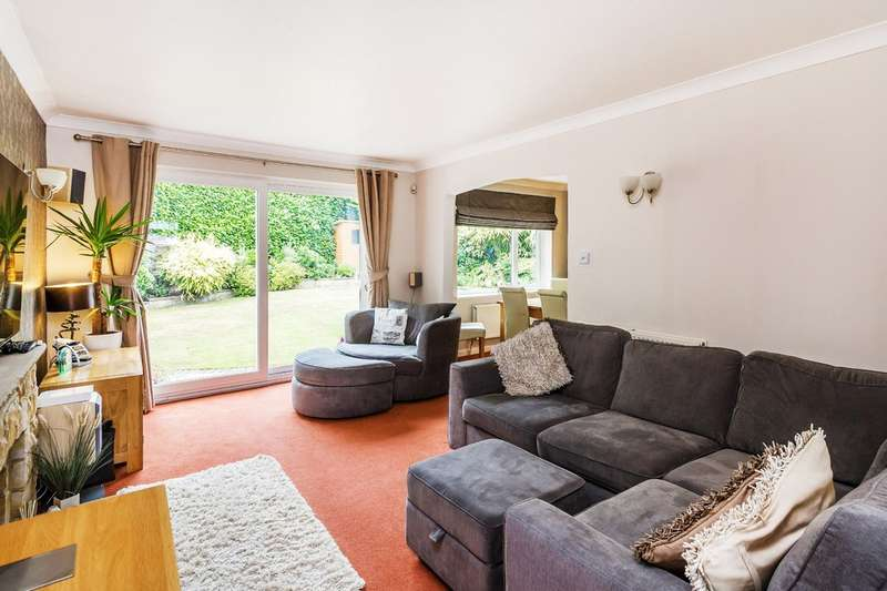 4 Bedrooms Detached House for sale in Mill Shaw, Oxted