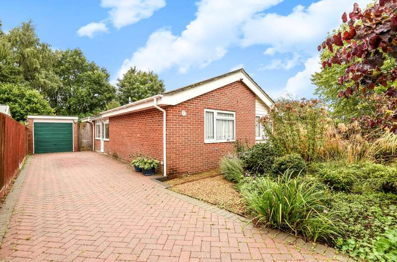 3 Bedrooms Detached Bungalow for sale in Greenfield Way, Storrington, RH20
