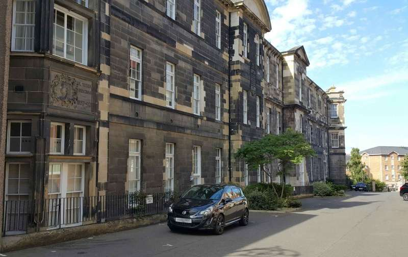 2 Bedrooms Flat for sale in King Street, Leith, Edinburgh, EH6 6TN