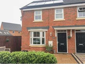 4 Bedrooms Semi Detached House for rent in Wedgewood Close, Rochdale, OL16