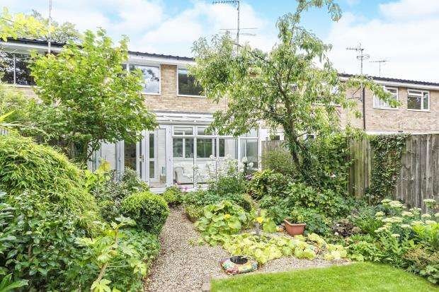 4 Bedrooms Terraced House for sale in Byfleet, Surrey