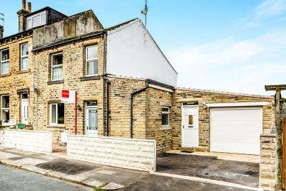 3 Bedrooms End Of Terrace House for sale in Beaumont Street, Netherton, Huddersfield, West Yorkshire
