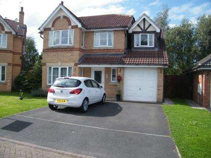 4 Bedrooms Detached House for sale in Mayfield Drive, Winsford, Cheshire, England