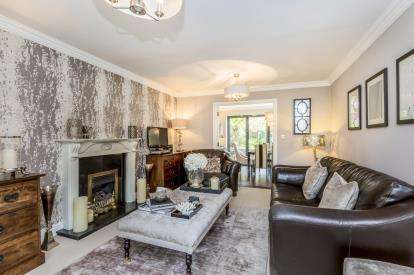 4 Bedrooms Link Detached House for sale in Chalfont Crescent, Weston, Crewe, Cheshire