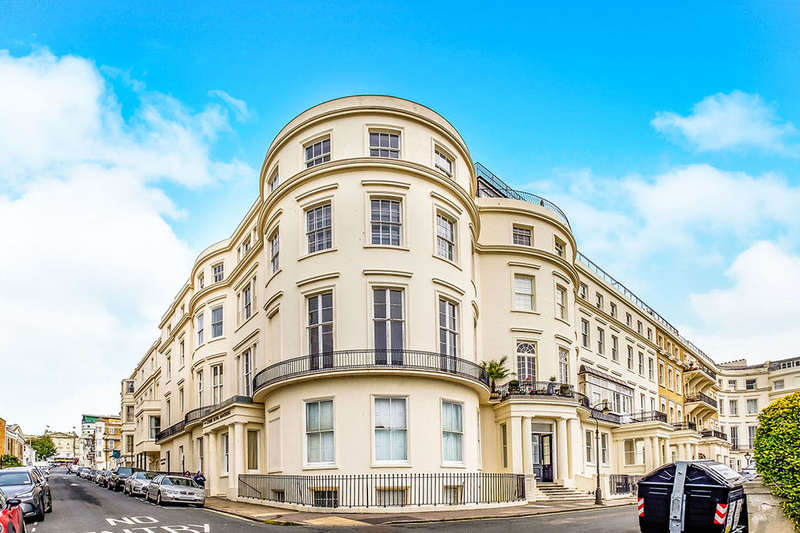 4 Bedrooms Flat for rent in Eastern Terrace, Brighton, BN2