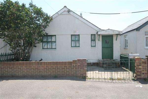 2 Bedrooms Bungalow for sale in Meadow Way, Jaywick Village