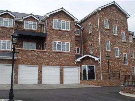 2 Bedrooms Flat for rent in Luxury Apartment, Woodford, Hillside Drive, Woolton, Liverpool 25