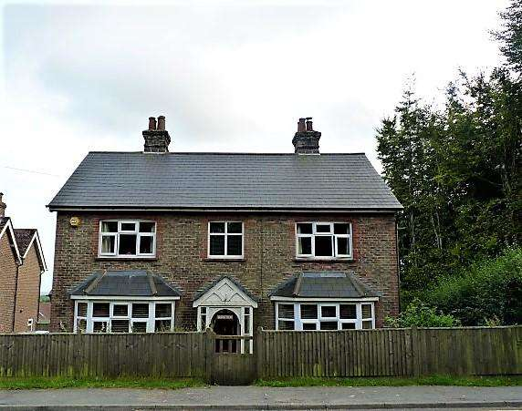 4 Bedrooms Detached House for sale in High Street, Cross in Hand, East Sussex, TN21 0SR