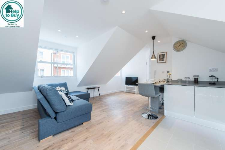 2 Bedrooms Flat for sale in Burchell Road London SE15
