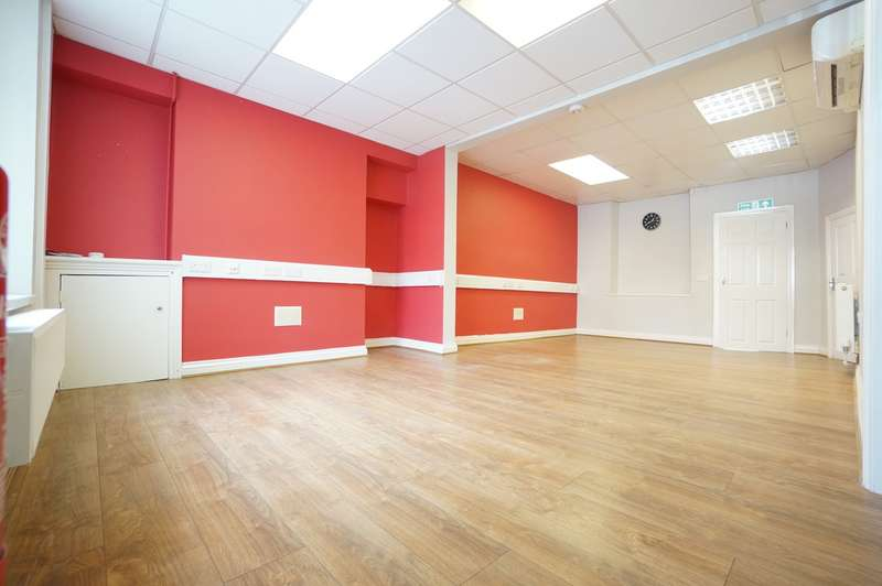 3 Bedrooms Commercial Property for sale in Commercial Street, Risca, Newport, NP11