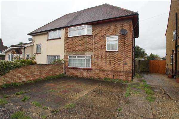 3 Bedrooms Semi Detached House for sale in Dennis Way, Cippenham, Slough