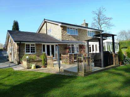 4 Bedrooms Detached House for sale in Furness Lodge Close, Furness Vale, High Peak, Derbyshire