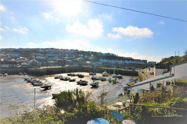 3 Bedrooms End Of Terrace House for sale in Harbour View, Porthleven, Helston, Cornwall
