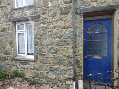 2 Bedrooms Terraced House for sale in New Street, Deiniolen, Caernarfon, Gwynedd, LL55