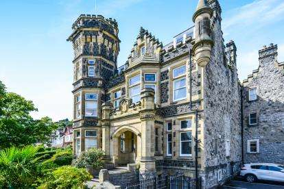 2 Bedrooms Flat for sale in Bodlondeb Castle, Church Walks, Llandudno, Conwy, LL30