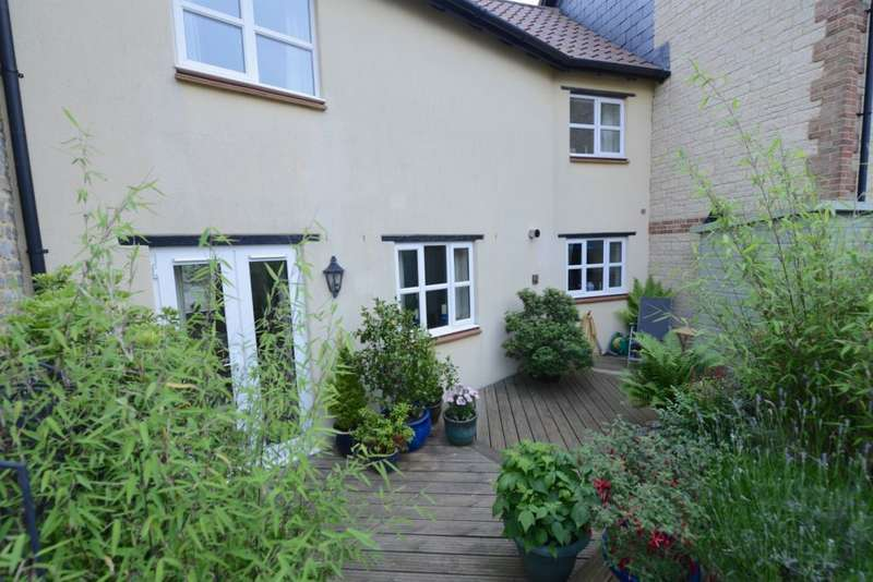 3 Bedrooms Terraced House for sale in Henstridge, Templecombe, BA8 0TU