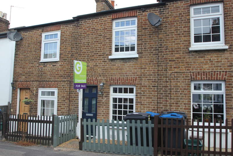 2 Bedrooms Cottage House for sale in Haycroft Road, Surbiton