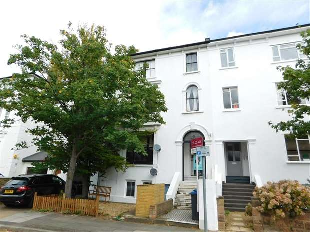 2 Bedrooms Flat for sale in Cadogan Road, Surbiton
