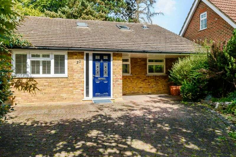 3 Bedrooms Detached Bungalow for sale in 20 The Ridgeway, Watford, Hertfordshire WD17 4TN