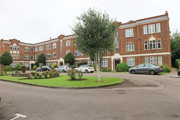3 Bedrooms Flat for sale in Hamilton Road, London