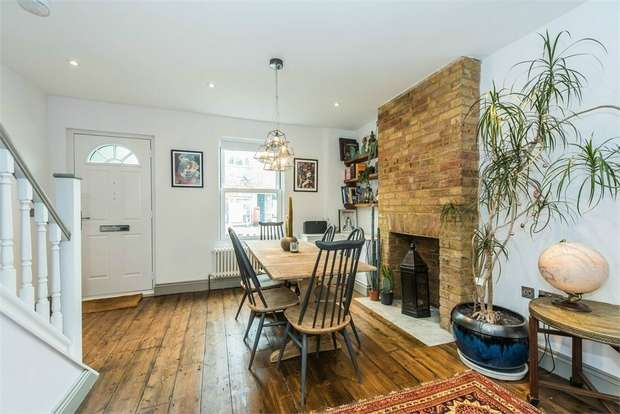 3 Bedrooms Terraced House for sale in Molesey Road, Hersham, WALTON-ON-THAMES, Surrey