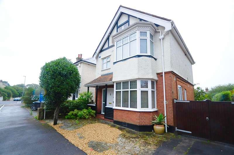 3 Bedrooms Detached House for sale in Queens Road, Parkstone, Poole