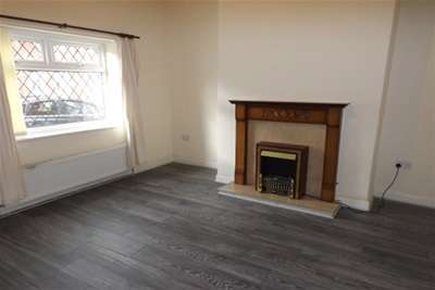 3 Bedrooms End Of Terrace House for rent in Chapel Road; Oldham; OL8