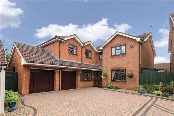 4 Bedrooms Detached House for sale in Grocott Close, Penkridge