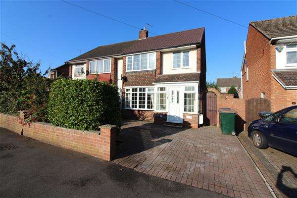 3 Bedrooms Semi Detached House for sale in Bletchley Drive, Allesley Park, Coventry