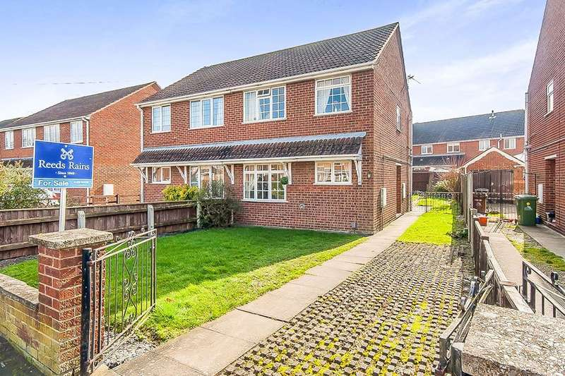 3 Bedrooms Semi Detached House for sale in Sunningdale, Waltham, Grimsby, DN37