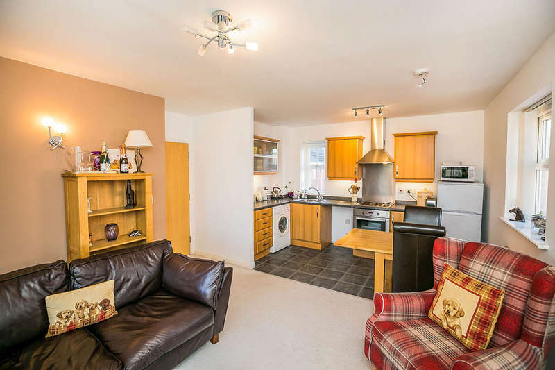 2 Bedrooms Flat for sale in Reins Croft, Neston, CH64