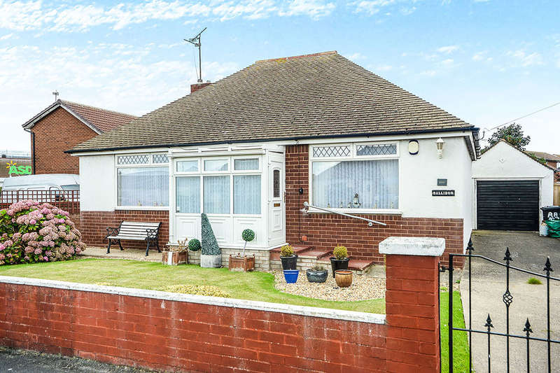 2 Bedrooms Detached Bungalow for sale in Roland Avenue, Kinmel Bay, Rhyl, LL18